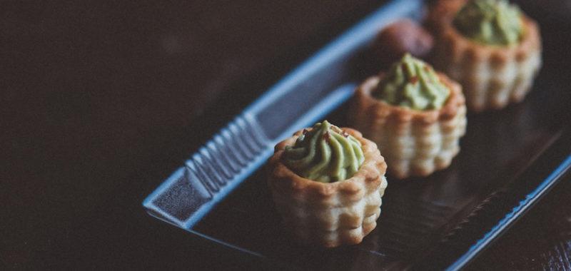 Listnate košarice (vols-au-vent) z avokadovo kremo