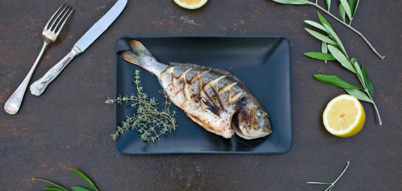 Bela riba z balzamikom in limoninim timijanom
